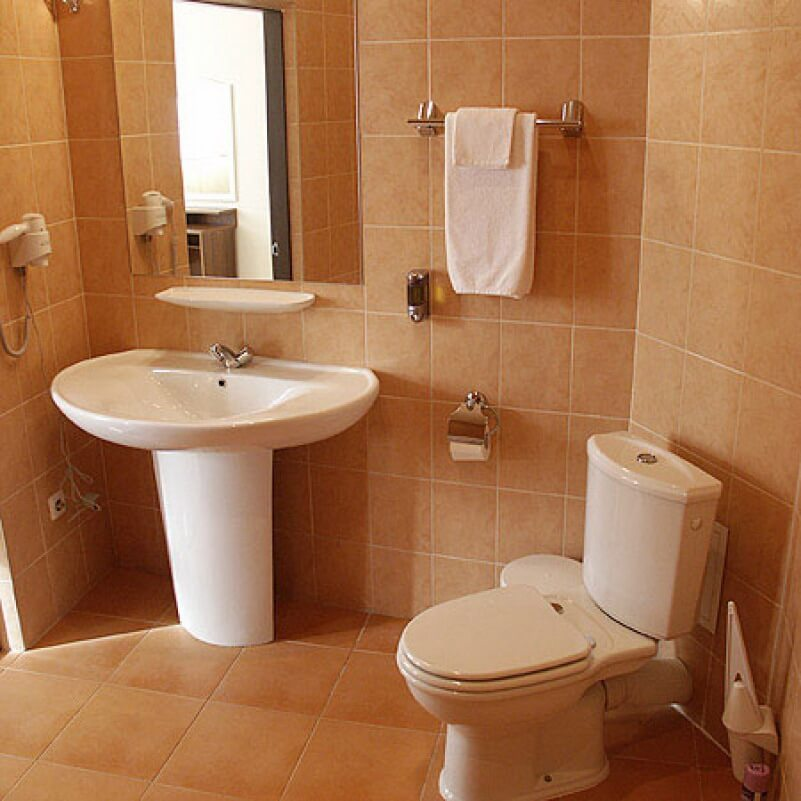7 small bathroom design tips for a better bathroom for Bathroom decorating ideas pictures for small bathrooms