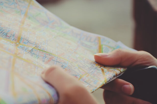 how to look like a local when traveling study the map
