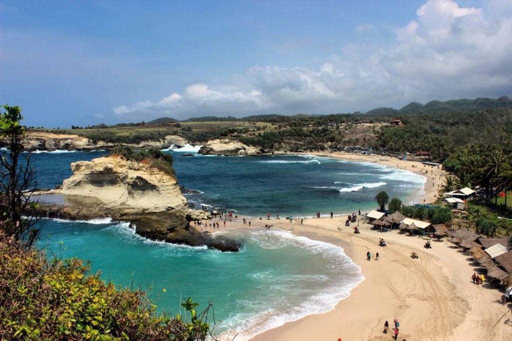 wisata-lamongan-pantai-klayar